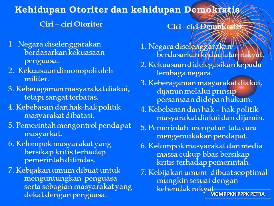 MGMP PKN PPPK PETRA Kehidupan Otoriter dan kehidupan Demokratis. Ciri – ciri Otoriter 1. Negara diselenggarakan berdasarkan kekuasaan penguasa. 2. Kek