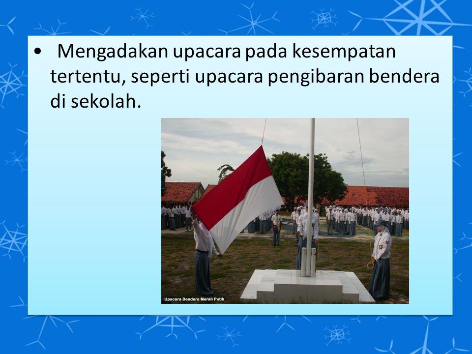 Mengadakan upacara pada kesempatan tertentu, seperti upacara pengibaran bendera di sekolah.