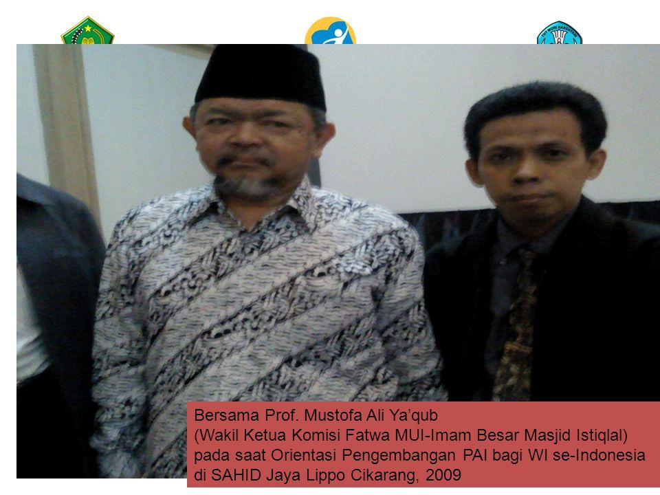 Bersama Prof. Mustofa Ali Ya'qub (Wakil Ketua Komisi Fatwa MUI-Imam Besar Masjid Istiqlal) pada saat Orientasi Pengembangan PAI bagi WI se-Indonesia d