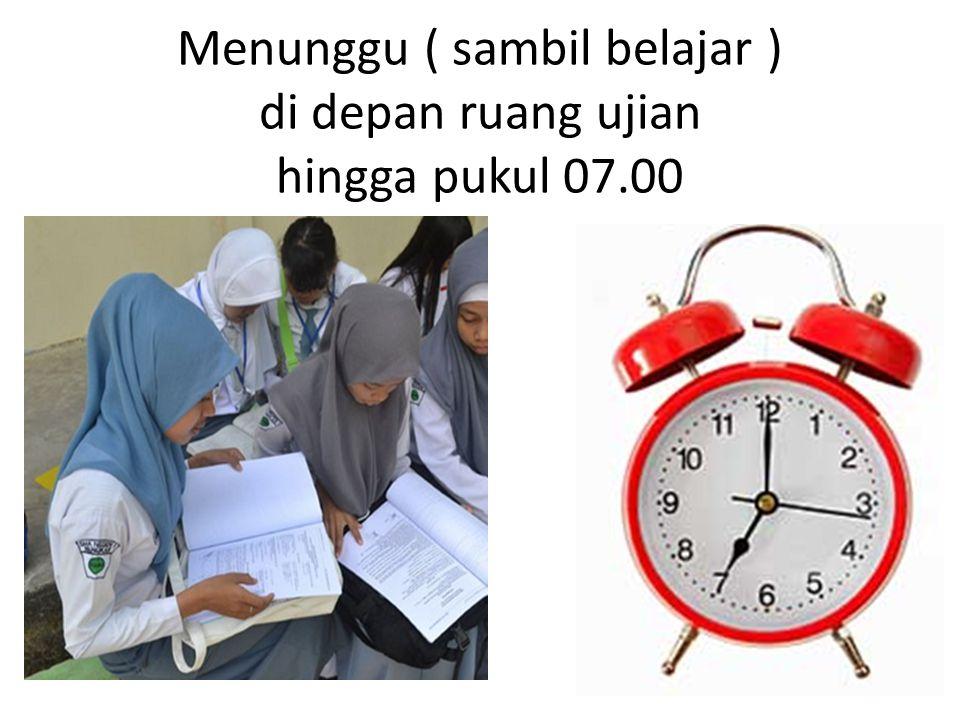 Menunggu ( sambil belajar ) di depan ruang ujian hingga pukul 07.00