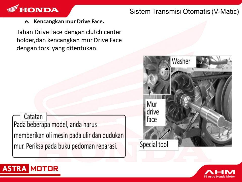 Sistem Transmisi Otomatis (V-Matic) Tahan Drive Face dengan clutch center holder,dan kencangkan mur Drive Face dengan torsi yang ditentukan.