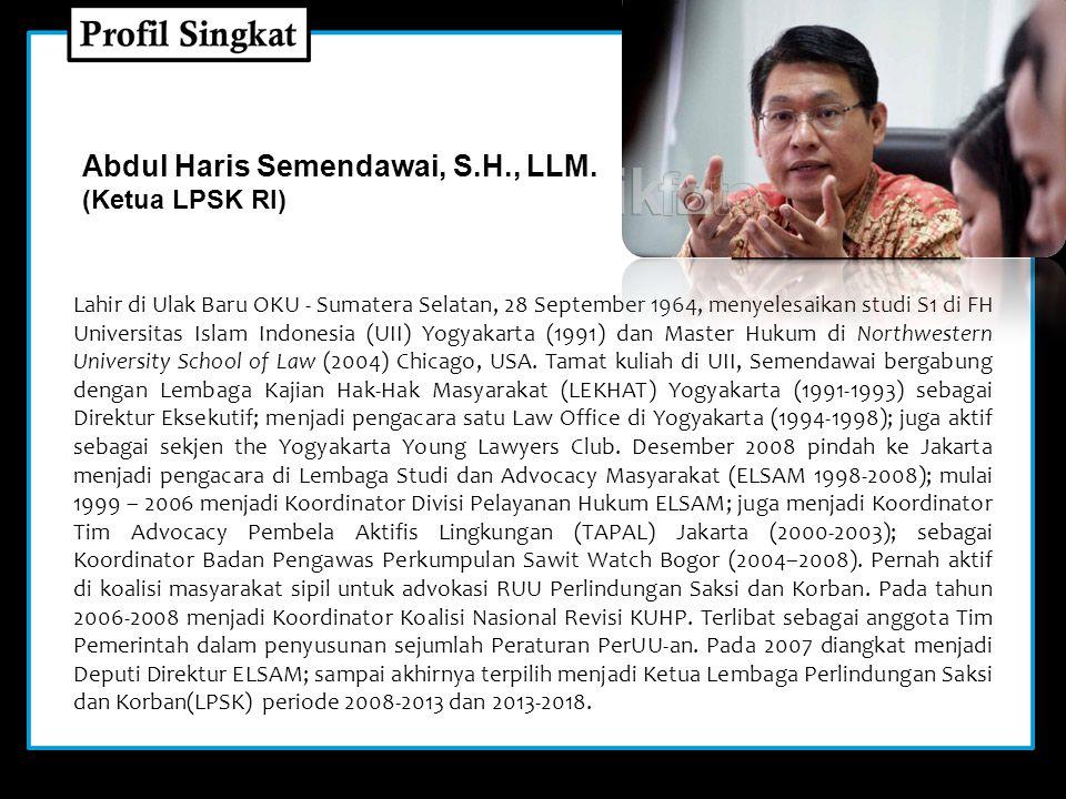 Lahir di Ulak Baru OKU - Sumatera Selatan, 28 September 1964, menyelesaikan studi S1 di FH Universitas Islam Indonesia (UII) Yogyakarta (1991) dan Master Hukum di Northwestern University School of Law (2004) Chicago, USA.