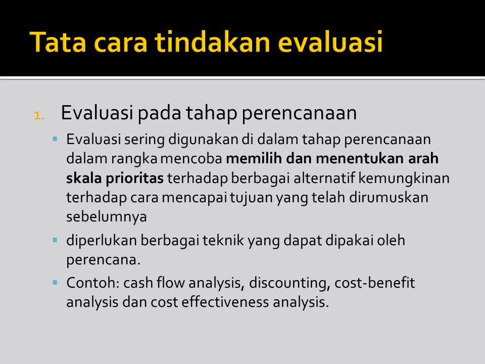 1. Evaluasi pada tahap perencanaan  Evaluasi sering digunakan di dalam tahap perencanaan dalam rangka mencoba memilih dan menentukan arah skala prior