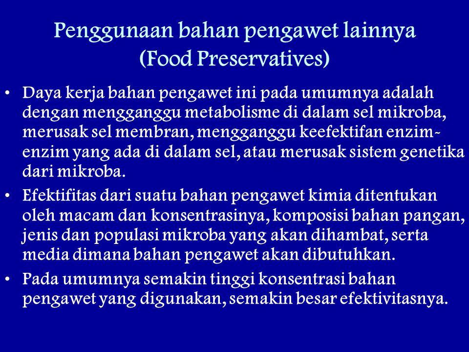 Penggunaan bahan pengawet lainnya (Food Preservatives) Daya kerja bahan pengawet ini pada umumnya adalah dengan mengganggu metabolisme di dalam sel mikroba, merusak sel membran, mengganggu keefektifan enzim- enzim yang ada di dalam sel, atau merusak sistem genetika dari mikroba.