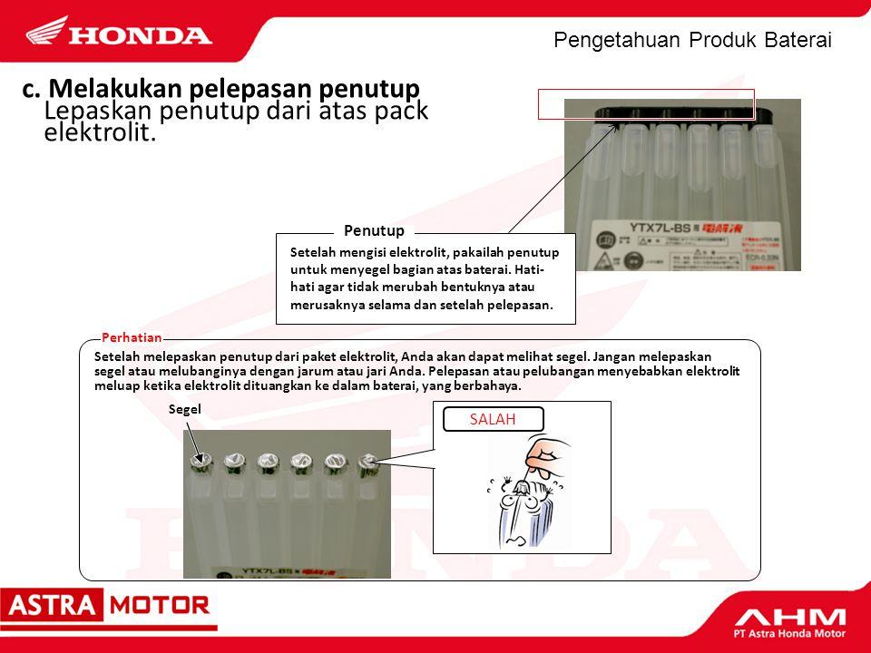 Pengetahuan Produk Baterai c. Melakukan pelepasan penutup Lepaskan penutup dari atas pack elektrolit. Setelah mengisi elektrolit, pakailah penutup unt