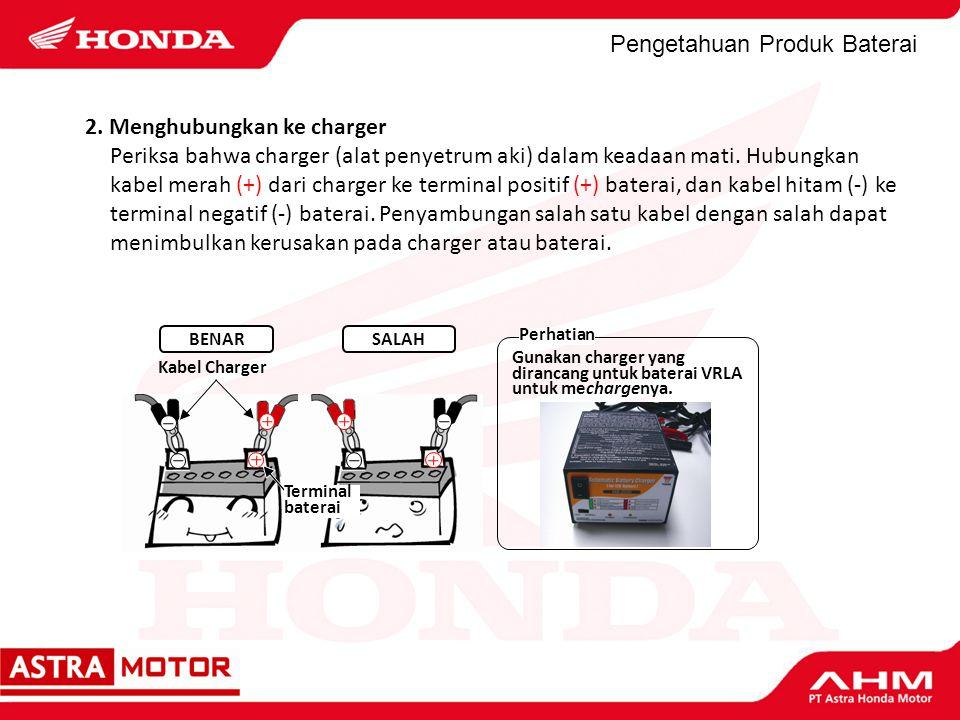Pengetahuan Produk Baterai 2. Menghubungkan ke charger Periksa bahwa charger (alat penyetrum aki) dalam keadaan mati. Hubungkan kabel merah (+) dari c