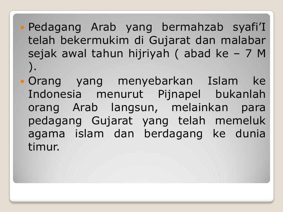 Pedagang Arab yang bermahzab syafi'I telah bekermukim di Gujarat dan malabar sejak awal tahun hijriyah ( abad ke – 7 M ).