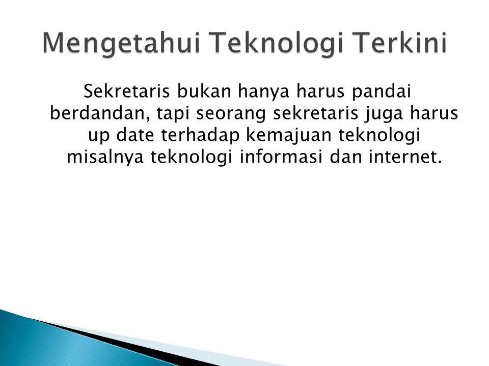 Sekretaris bukan hanya harus pandai berdandan, tapi seorang sekretaris juga harus up date terhadap kemajuan teknologi misalnya teknologi informasi dan