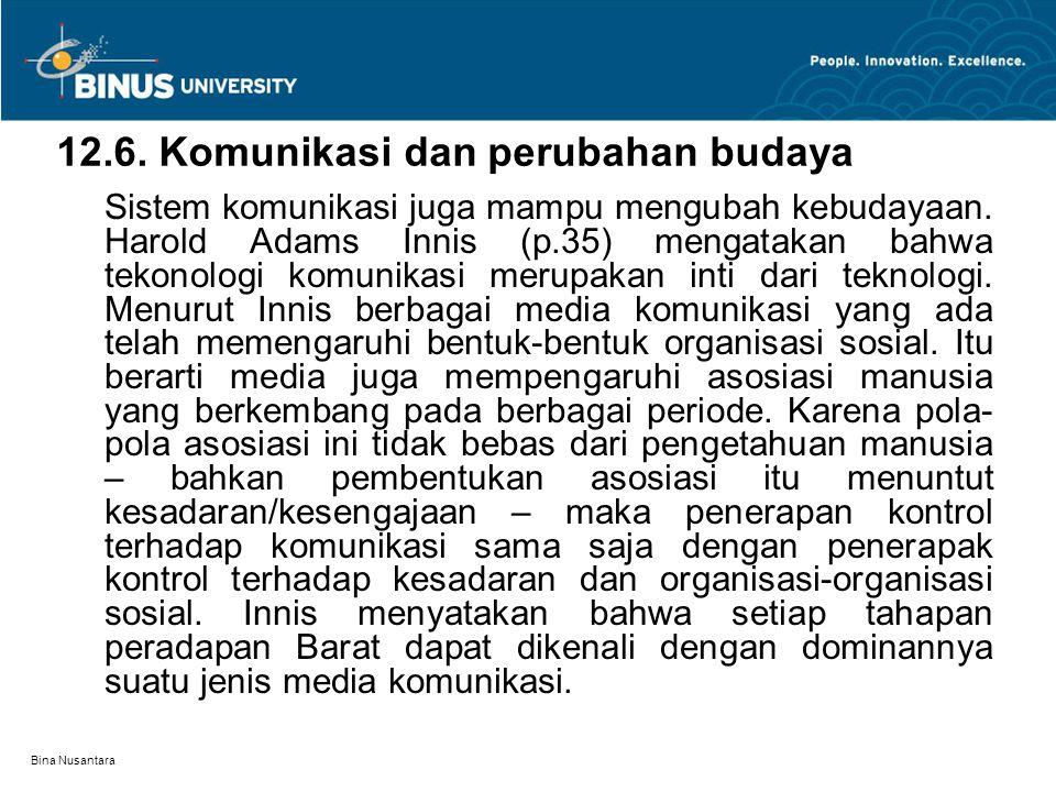 Bina Nusantara 12.6. Komunikasi dan perubahan budaya Sistem komunikasi juga mampu mengubah kebudayaan. Harold Adams Innis (p.35) mengatakan bahwa teko