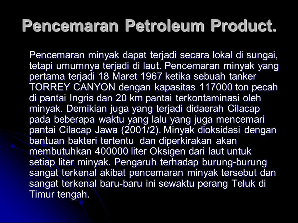 Pencemaran minyak dapat terjadi secara lokal di sungai, tetapi umumnya terjadi di laut. Pencemaran minyak yang pertama terjadi 18 Maret 1967 ketika se