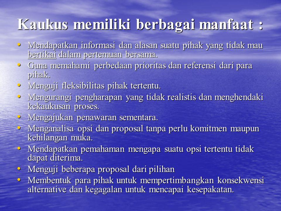 Kaukus memiliki berbagai manfaat : Mendapatkan informasi dan alasan suatu pihak yang tidak mau bertikai dalam pertemuan bersama. Mendapatkan informasi