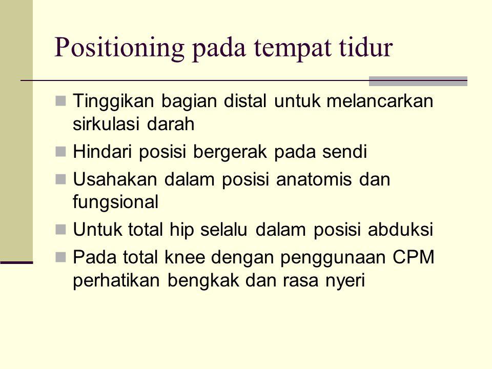 Positioning pada tempat tidur Tinggikan bagian distal untuk melancarkan sirkulasi darah Hindari posisi bergerak pada sendi Usahakan dalam posisi anato