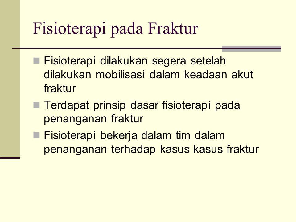 Fisioterapi pada Fraktur Fisioterapi dilakukan segera setelah dilakukan mobilisasi dalam keadaan akut fraktur Terdapat prinsip dasar fisioterapi pada