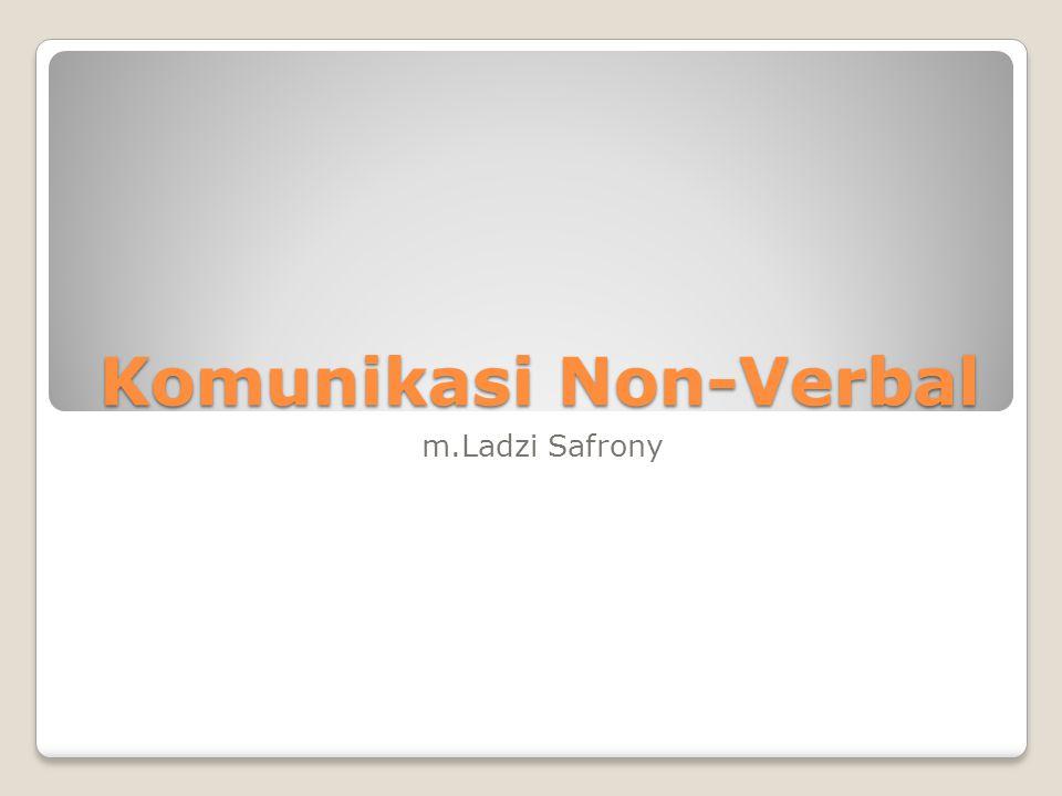 Pendahuluan Albert Mehrabian (1981): makna setiap kegiatan komunikasi dihasilkan dari fungsi2: 7% pernyataan verbal, 38% bentuk vokal, 55% ekspresi wajah