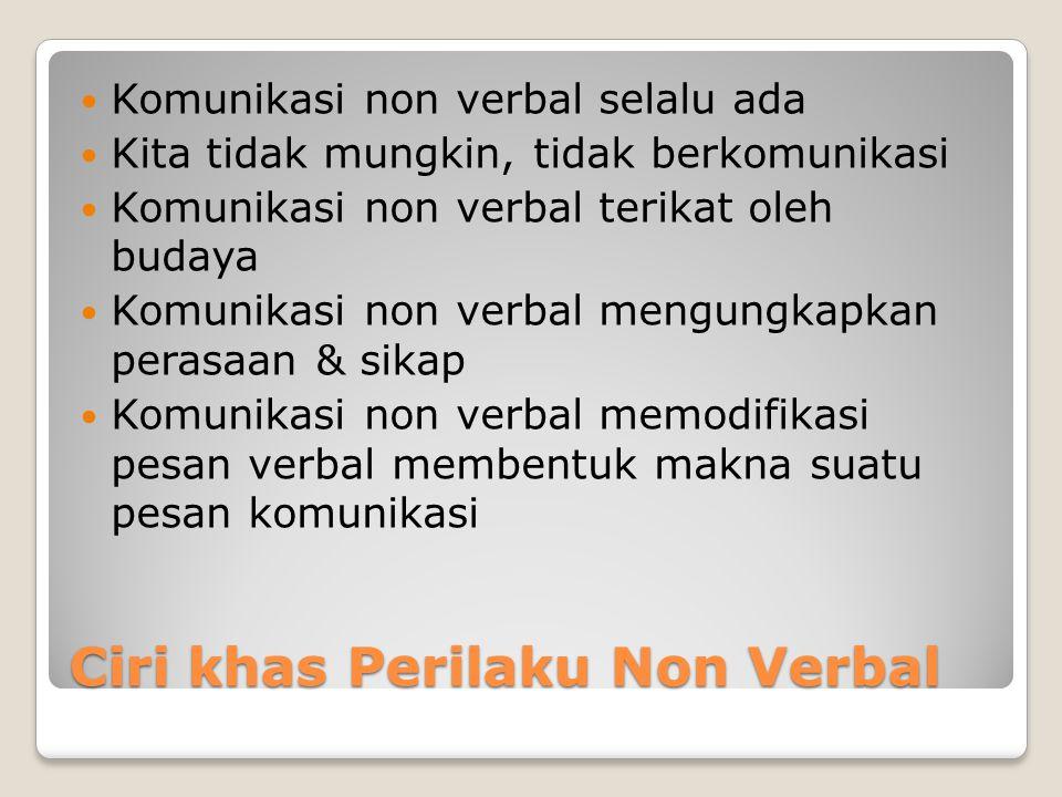 Ciri khas Perilaku Non Verbal Komunikasi non verbal selalu ada Kita tidak mungkin, tidak berkomunikasi Komunikasi non verbal terikat oleh budaya Komun