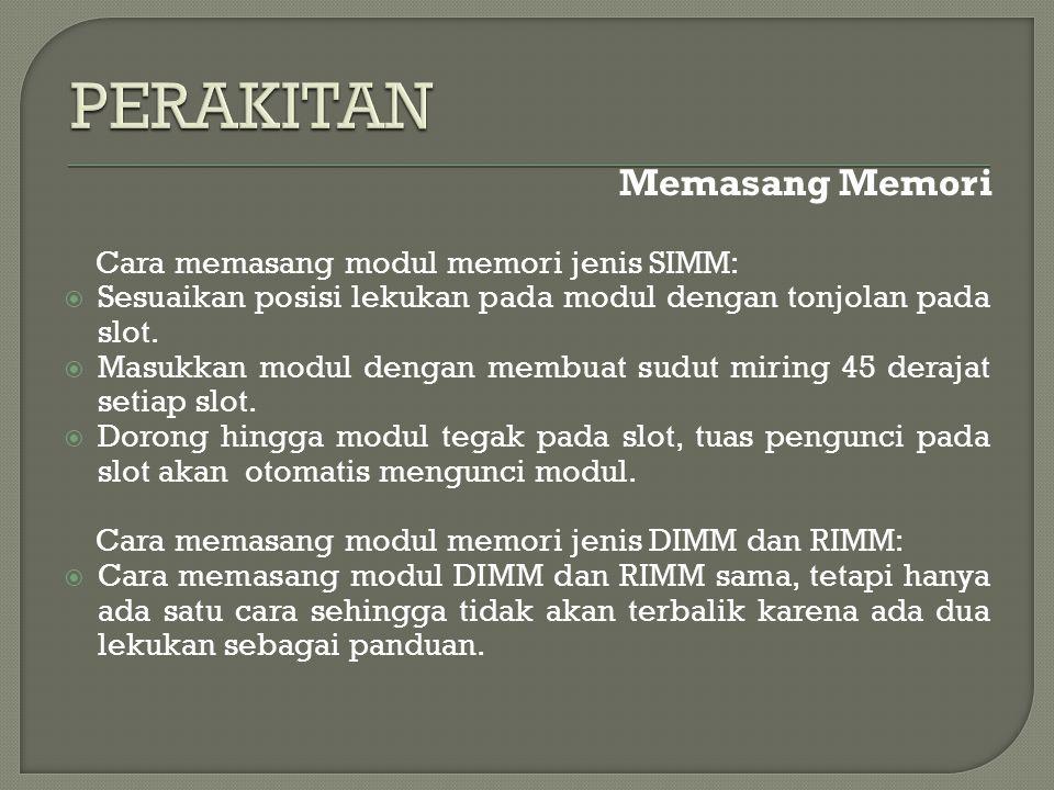 Memasang Memori Cara memasang modul memori jenis SIMM:  Sesuaikan posisi lekukan pada modul dengan tonjolan pada slot.