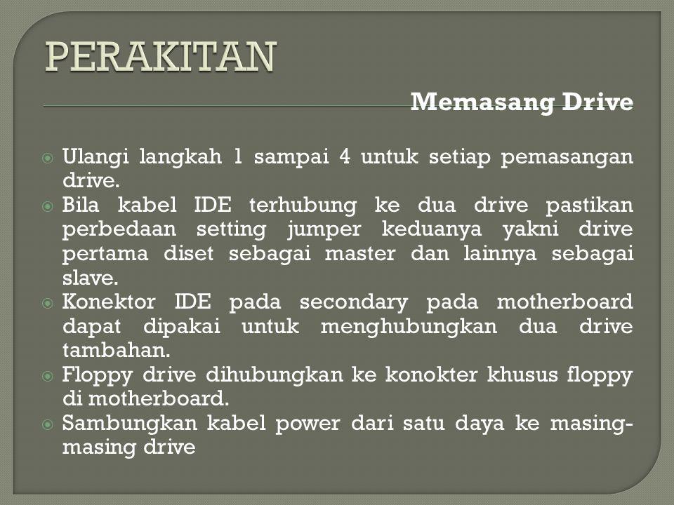 Memasang Drive  Ulangi langkah 1 sampai 4 untuk setiap pemasangan drive.