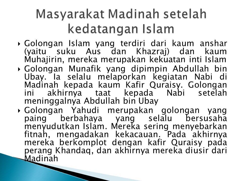  Golongan Islam yang terdiri dari kaum anshar (yaitu suku Aus dan Khazraj) dan kaum Muhajirin, mereka merupakan kekuatan inti Islam  Golongan Munafi