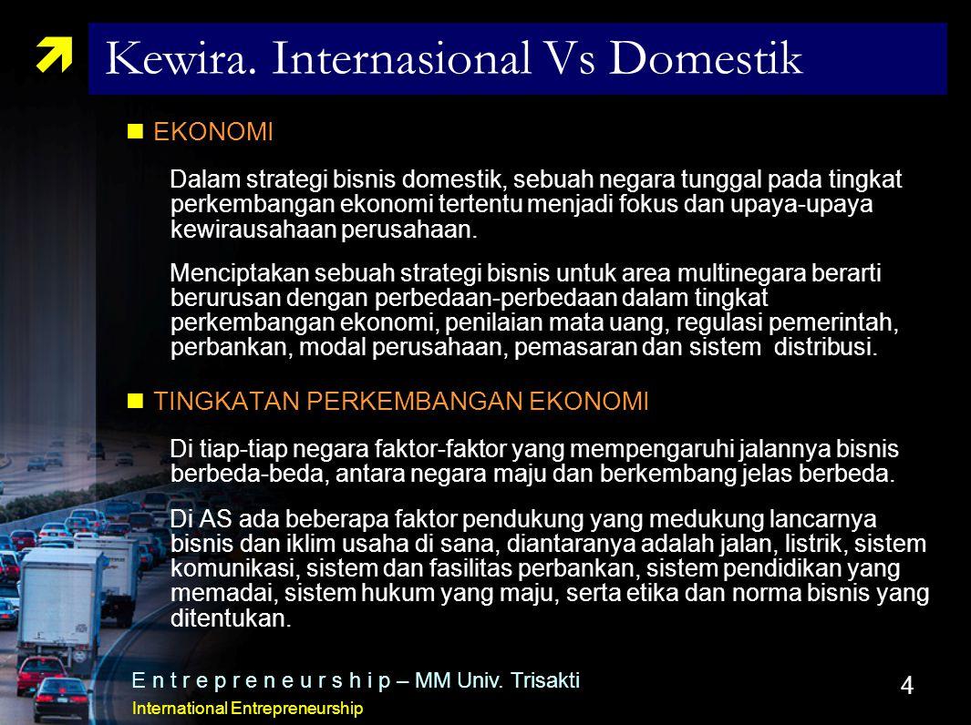 4  Kewira. Internasional Vs Domestik EKONOMI Dalam strategi bisnis domestik, sebuah negara tunggal pada tingkat perkembangan ekonomi tertentu menjadi