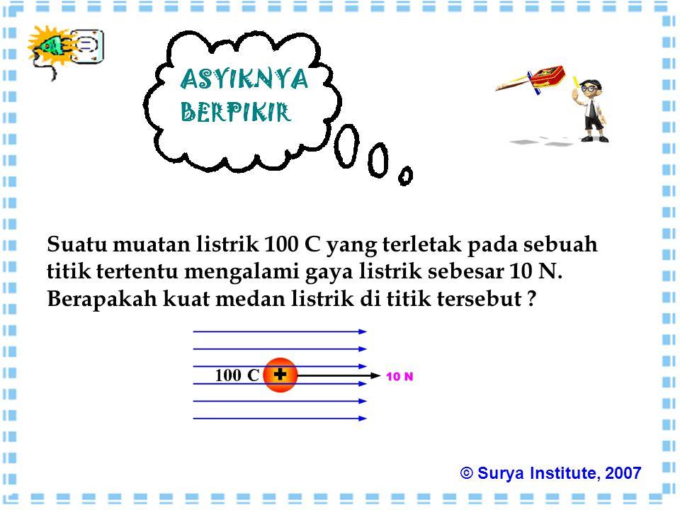 Suatu muatan listrik 100 C yang terletak pada sebuah titik tertentu mengalami gaya listrik sebesar 10 N.