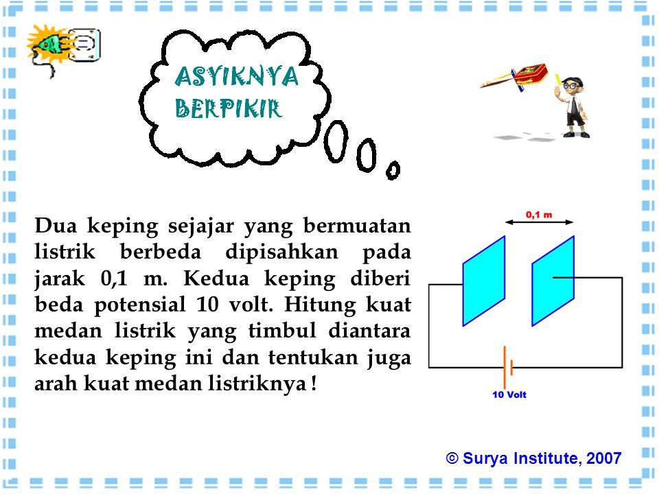 Dua keping sejajar yang bermuatan listrik berbeda dipisahkan pada jarak 0,1 m. Kedua keping diberi beda potensial 10 volt. Hitung kuat medan listrik y