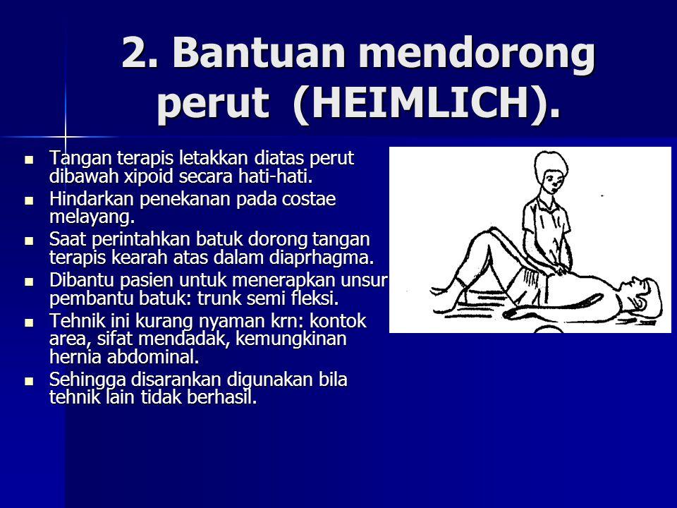 2. Bantuan mendorong perut (HEIMLICH). Tangan terapis letakkan diatas perut dibawah xipoid secara hati-hati. Tangan terapis letakkan diatas perut diba