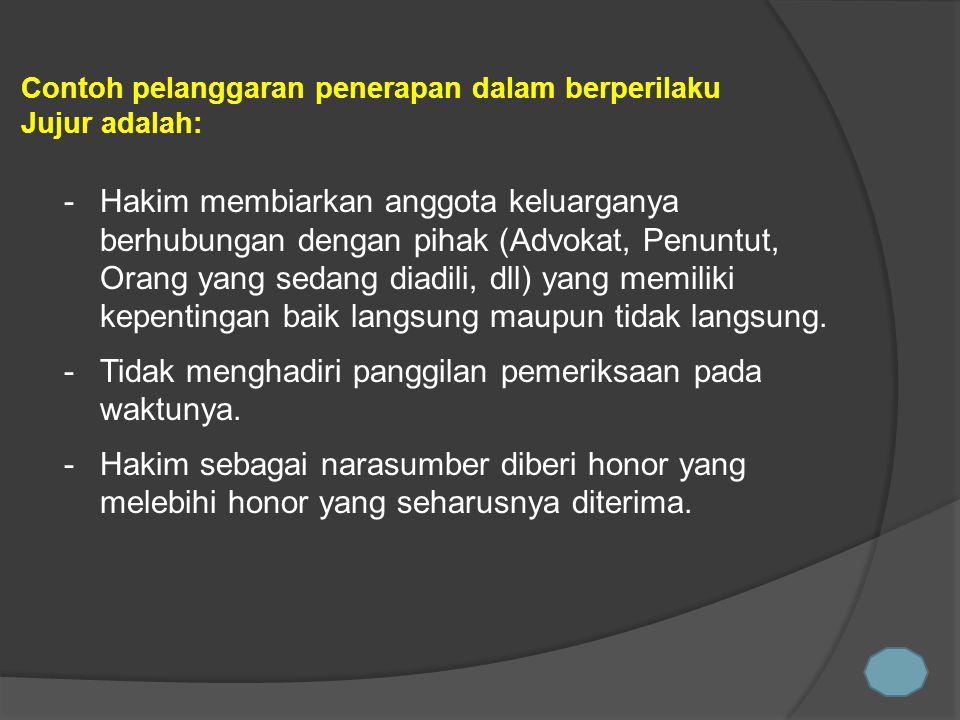 -Hakim membiarkan anggota keluarganya berhubungan dengan pihak (Advokat, Penuntut, Orang yang sedang diadili, dll) yang memiliki kepentingan baik lang