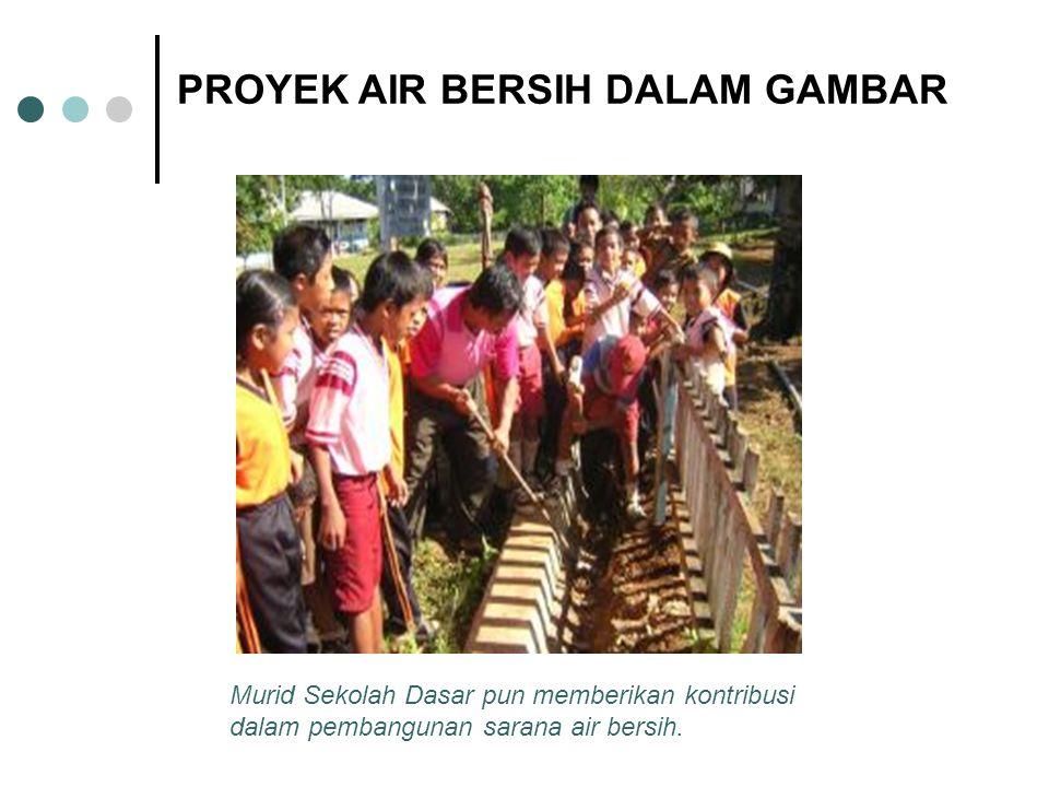 Murid Sekolah Dasar pun memberikan kontribusi dalam pembangunan sarana air bersih.