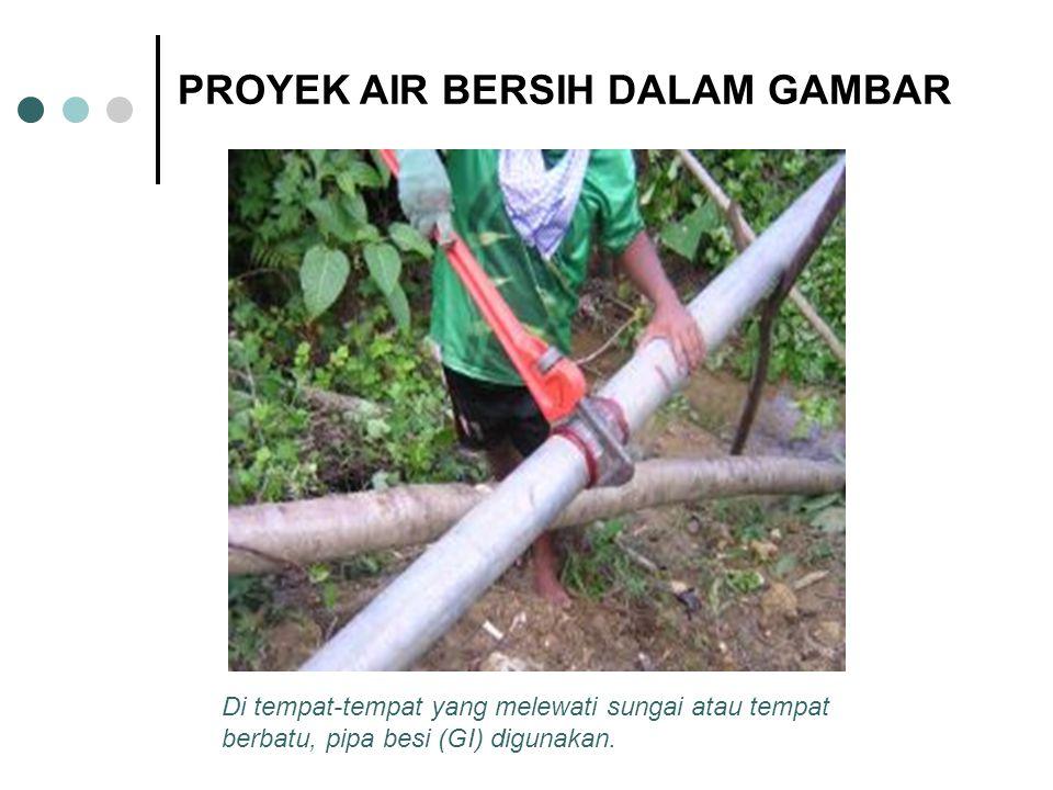 Di tempat-tempat yang melewati sungai atau tempat berbatu, pipa besi (GI) digunakan. PROYEK AIR BERSIH DALAM GAMBAR