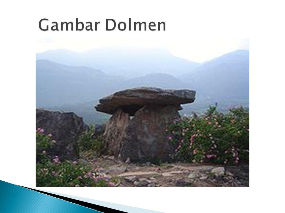  Dolmen adalah meja batu tempat meletakkan sesaji yang dipersembahkan kepada roh nenek moyang.