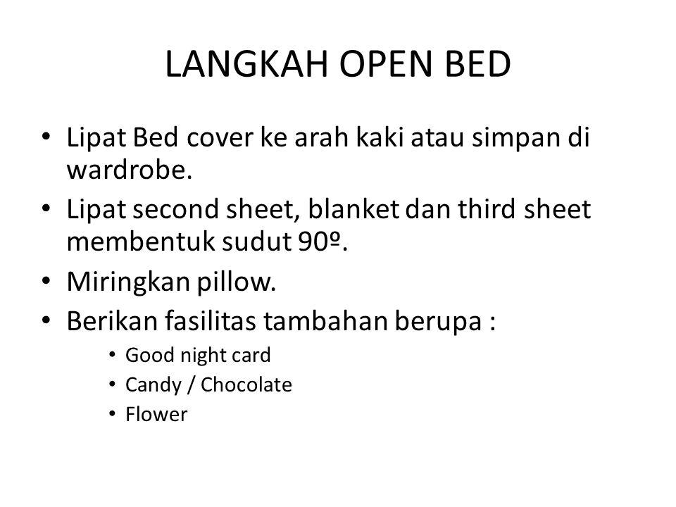 LANGKAH OPEN BED Lipat Bed cover ke arah kaki atau simpan di wardrobe. Lipat second sheet, blanket dan third sheet membentuk sudut 90º. Miringkan pill