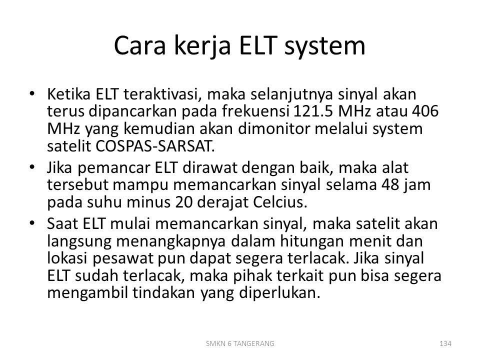 Cara kerja ELT system Ketika ELT teraktivasi, maka selanjutnya sinyal akan terus dipancarkan pada frekuensi 121.5 MHz atau 406 MHz yang kemudian akan dimonitor melalui system satelit COSPAS-SARSAT.