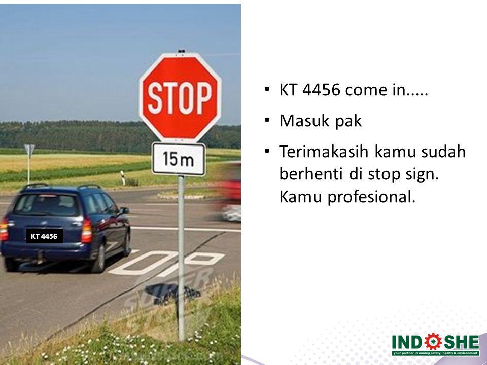 KT 4456 KT 4456 come in..... Masuk pak Terimakasih kamu sudah berhenti di stop sign. Kamu profesional.