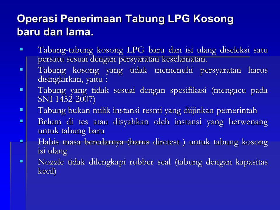 Operasi Penerimaan Tabung LPG Kosong baru dan lama.  Tabung-tabung kosong LPG baru dan isi ulang diseleksi satu persatu sesuai dengan persyaratan kes
