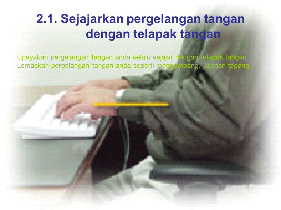 2.1. Sejajarkan pergelangan tangan dengan telapak tangan Upayakan pergelangan tangan anda selalu sejajar dengan telapak tangan. Lemaskan pergelangan t