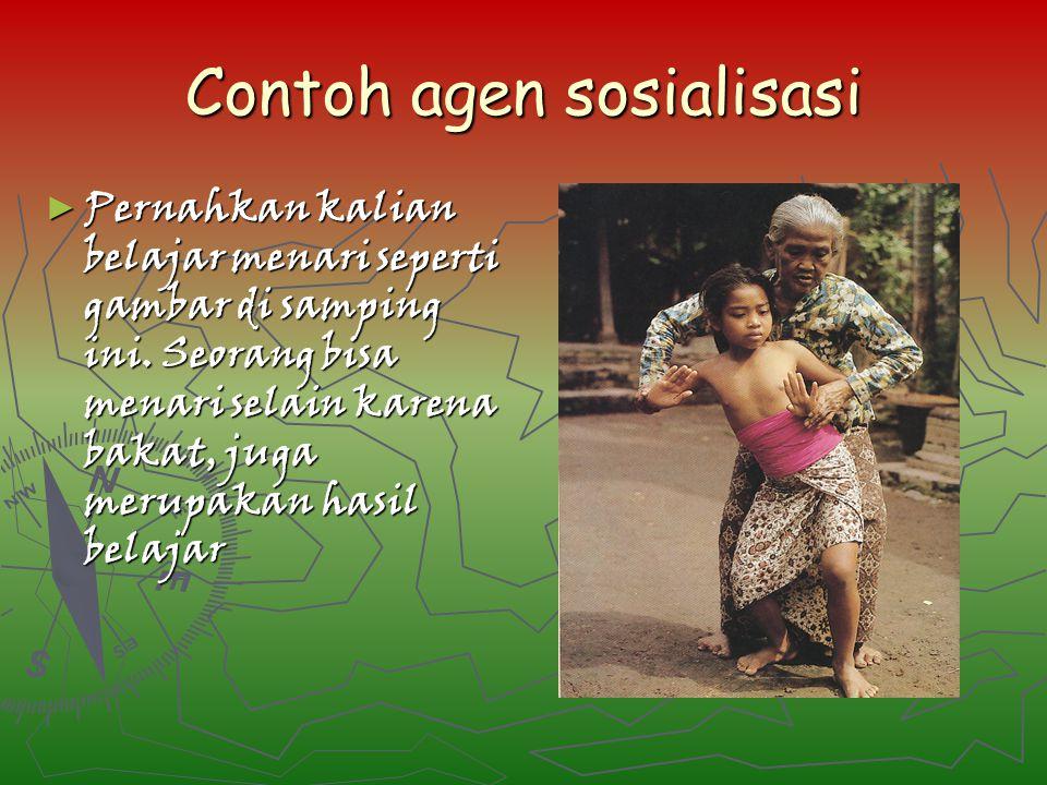 Contoh agen sosialisasi ► Pernahkan kalian belajar menari seperti gambar di samping ini. Seorang bisa menari selain karena bakat, juga merupakan hasil