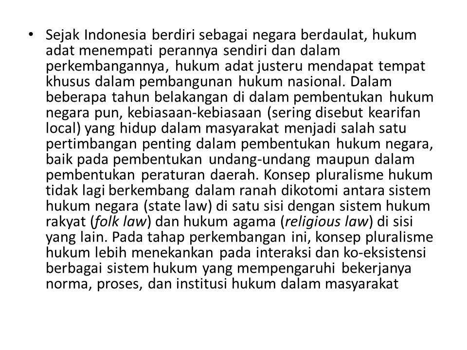 • Sejak Indonesia berdiri sebagai negara berdaulat, hukum adat menempati perannya sendiri dan dalam perkembangannya, hukum adat justeru mendapat tempa