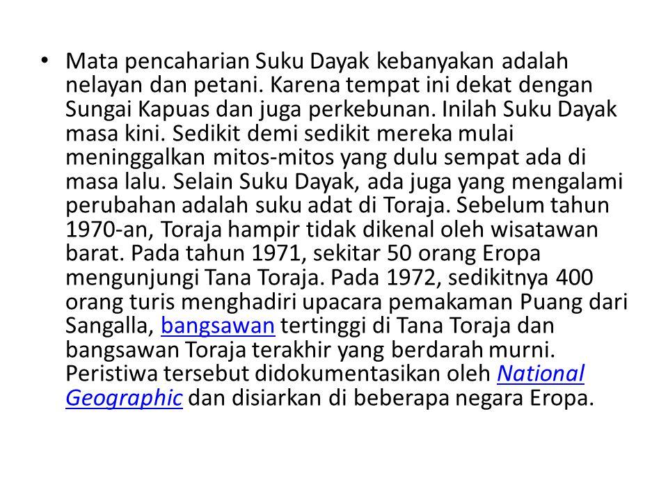 • Pada 1976, sekitar 12,000 wisatawan mengunjungi Toraja dan pada 1981, seni patung Toraja dipamerkan di banyak museum di Amerika Utara.