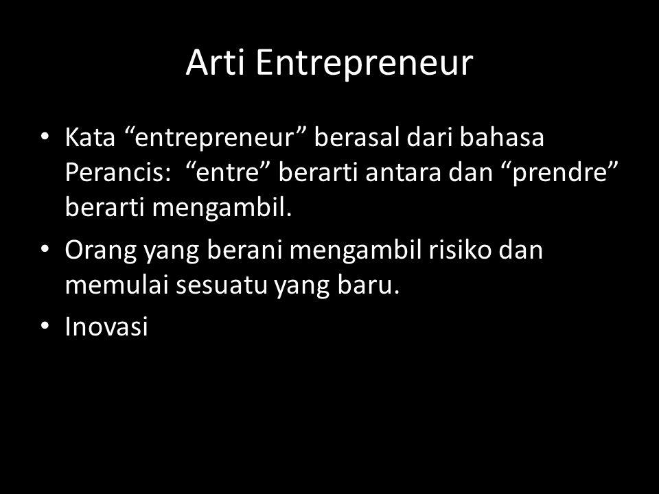 """Arti Entrepreneur • Kata """"entrepreneur"""" berasal dari bahasa Perancis: """"entre"""" berarti antara dan """"prendre"""" berarti mengambil. • Orang yang berani meng"""
