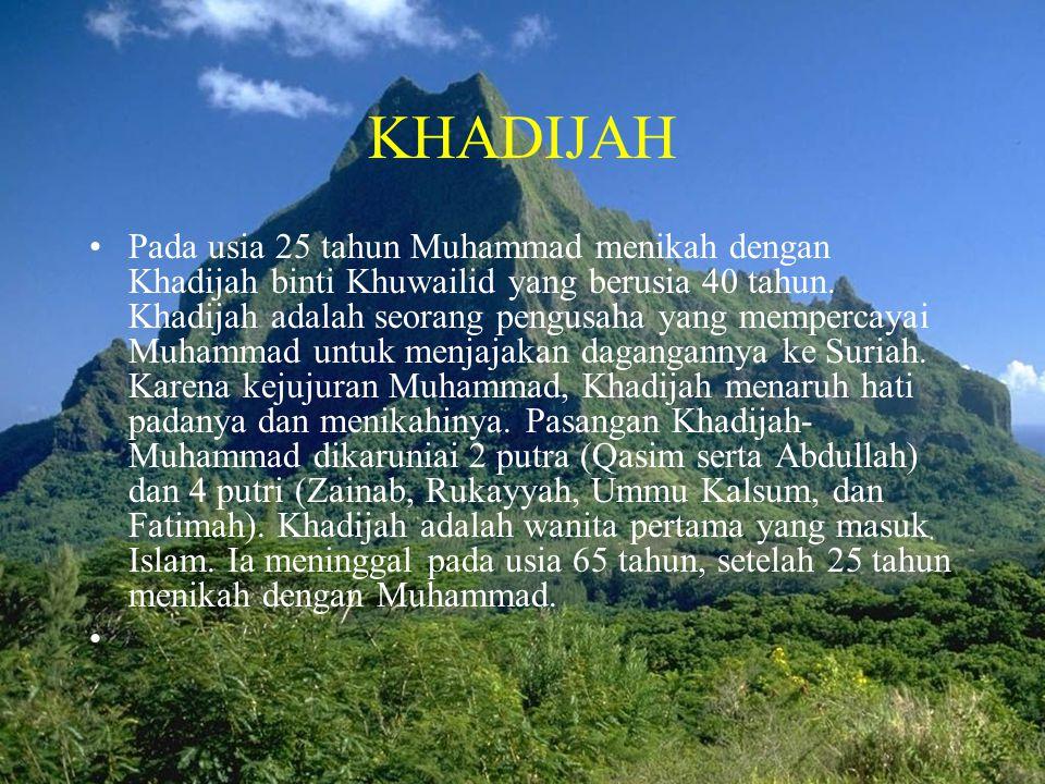 KHADIJAH •Pada usia 25 tahun Muhammad menikah dengan Khadijah binti Khuwailid yang berusia 40 tahun. Khadijah adalah seorang pengusaha yang mempercaya