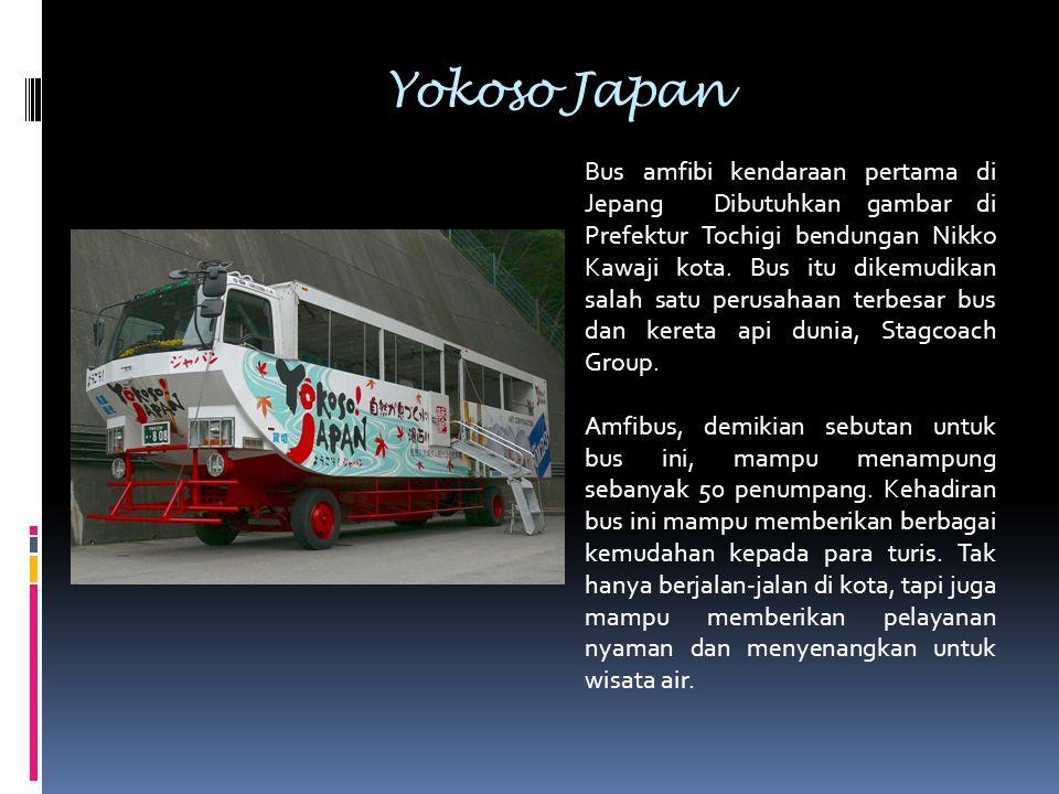 Yokoso Japan Bus amfibi kendaraan pertama di Jepang Dibutuhkan gambar di Prefektur Tochigi bendungan Nikko Kawaji kota. Bus itu dikemudikan salah satu