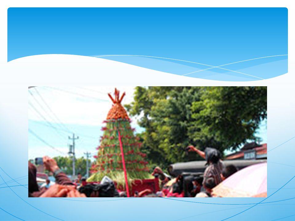 OPPORTUNITIES (PELUANG) ANALISIS SWOT a.Komitmen Kraton dan Pemprov untuk sepakat melakukan peningkatan kinerja dan budaya kerja yang berbasiskan kearifan lokal (SAPTA …….> SATRIYA b.Berkembangpesatnya multi media untuk pengembangan budi pekerti yang bersumberkan pada kearifan lokal c.Kepercayaan masyarakat luar terhadap budi pekerti nya masyarakat Yogyakarta masih dapat dirasakan d.Gerakan dunia international untuk membangkitkan local wisdom di setiap negara
