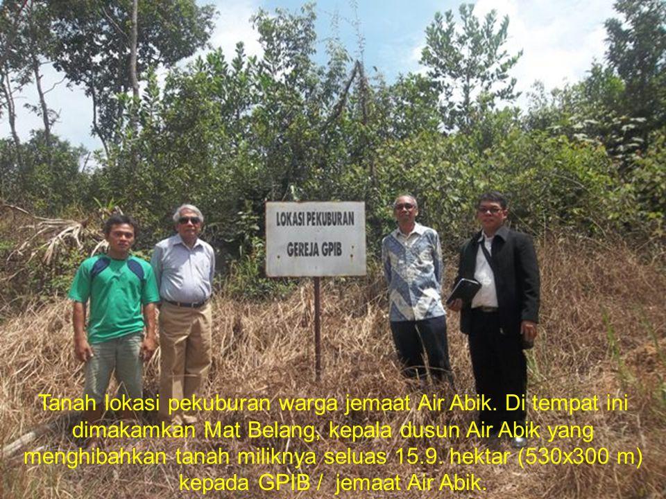 Tanah lokasi pekuburan warga jemaat Air Abik. Di tempat ini dimakamkan Mat Belang, kepala dusun Air Abik yang menghibahkan tanah miliknya seluas 15.9.