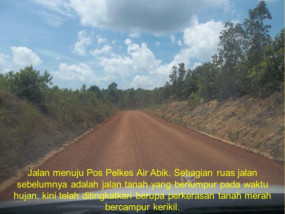 Jalan menuju Pos Pelkes Air Abik. Sebagian ruas jalan sebelumnya adalah jalan tanah yang berlumpur pada waktu hujan, kini telah ditingkatkan berupa pe