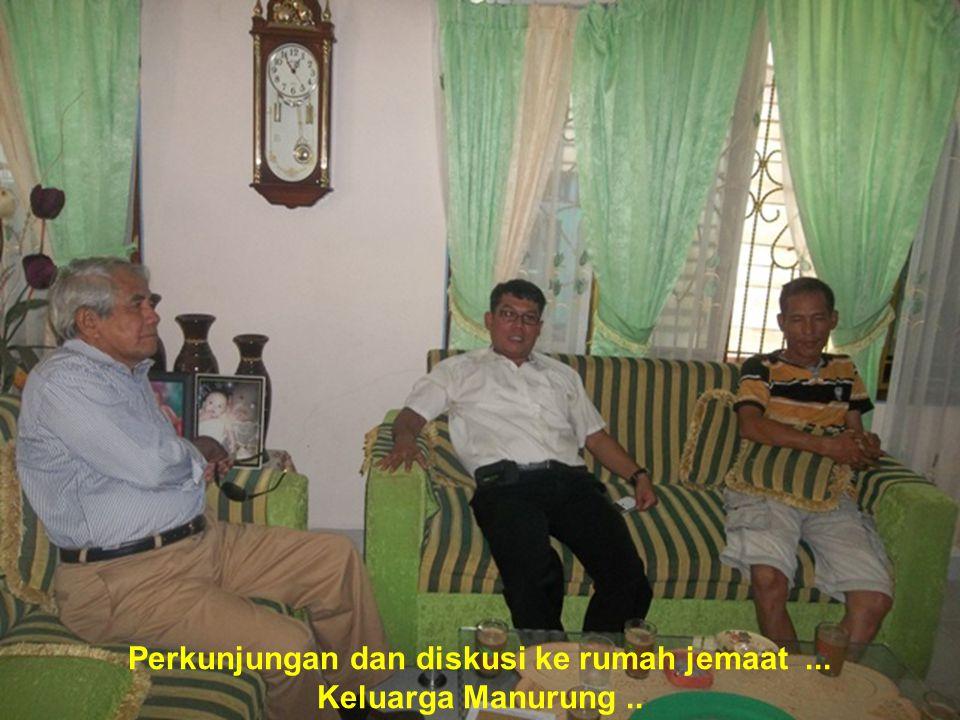 Perkunjungan dan diskusi ke rumah jemaat... Keluarga Manurung..