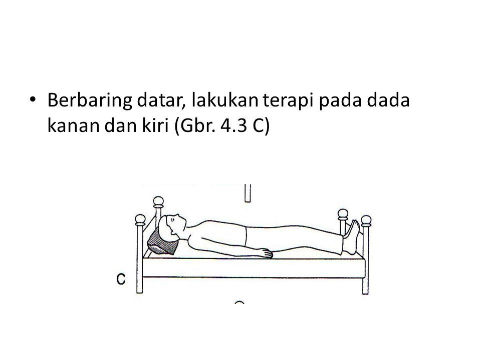 • Berbaring datar, lakukan terapi pada dada kanan dan kiri (Gbr. 4.3 C)