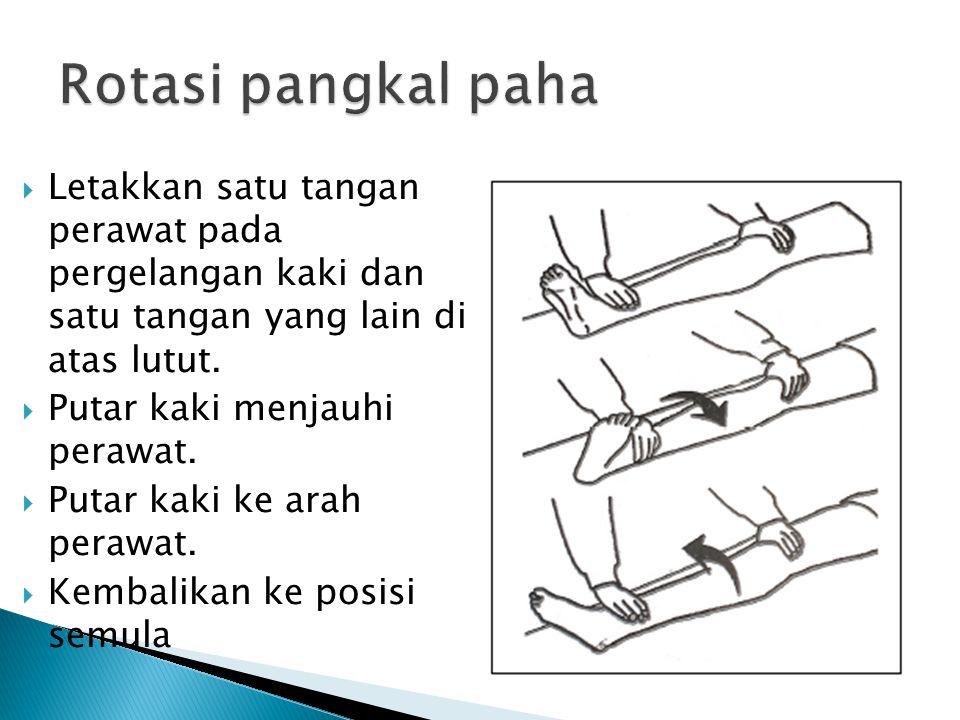  Letakkan satu tangan perawat pada pergelangan kaki dan satu tangan yang lain di atas lutut.