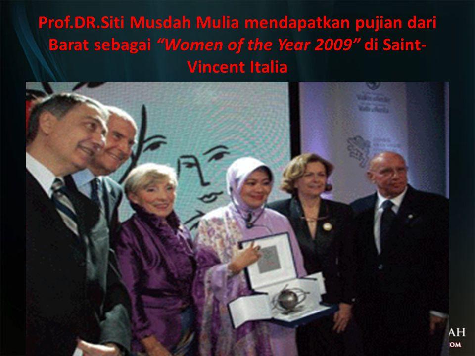 """Prof.DR.Siti Musdah Mulia mendapatkan pujian dari Barat sebagai """"Women of the Year 2009"""" di Saint- Vincent Italia"""