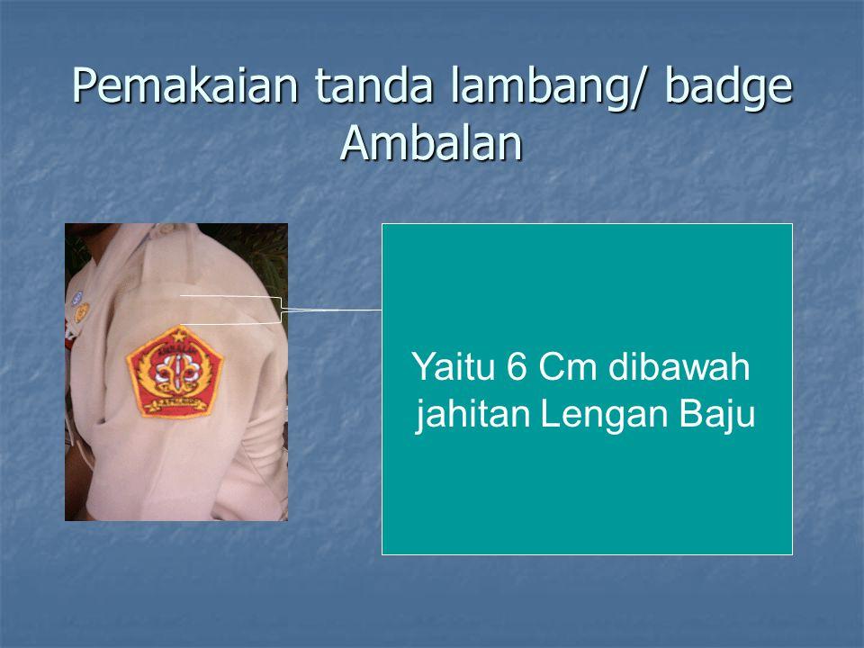 Pemakaian tanda lambang/ badge Ambalan Yaitu 6 Cm dibawah jahitan Lengan Baju