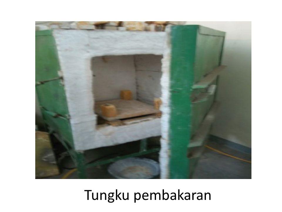 2) Teknik Pilin Teknik pilin (coil) adalah teknik pembentukan badan keramik secara manual caranya tanah liat digulung hingga terbentuk pilinan tanah.